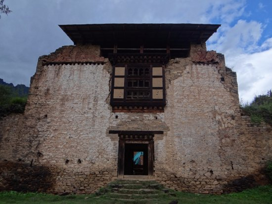 Drukgyel Dzong : Front of the dzong, this is s far as you are allowed now