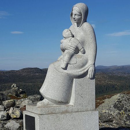 Nore og Uvdal, Norge: Madonna med barnet. Med flott tursti opp til målet