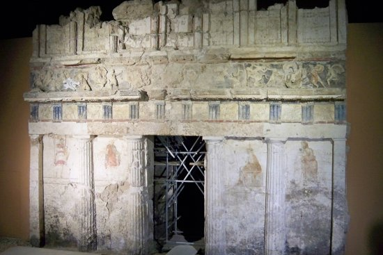 Naousa, Griechenland: One of the tombs