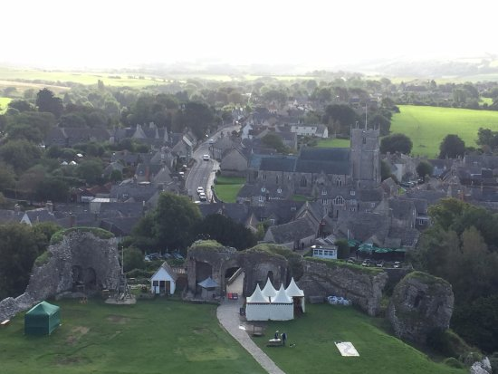 Corfe Castle, UK: Looking down at the village