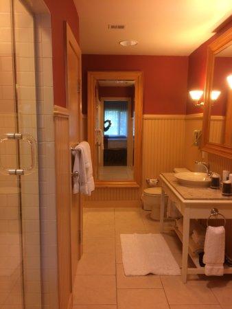 Bolton Landing, NY: Lower Level Lodge Bathroom
