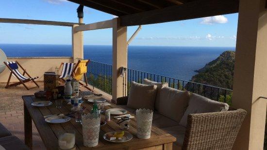 Estellencs, Spanien: Frühstück auf der Terrasse