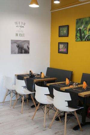 Castelnau-le-Lez, Francia: La salle avec des expositions de photographes ou peintres (changement tous les 2 mois)