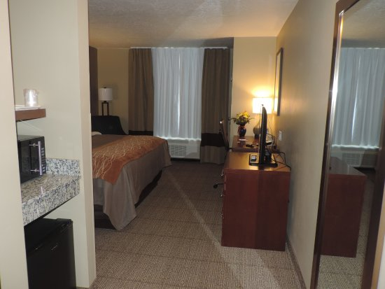 "Wheatland, WY: King room featuring 32"" TV, NFL Sunday Ticket, Fridge, Microwave, Free High Speed Wi-Fi"