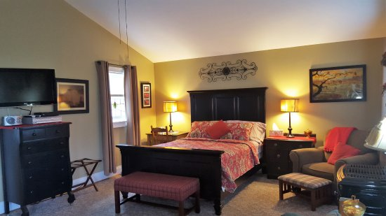 Piney Hill Bed & Breakfast: Rosebud Cottage Interior at Piney Hill B & B