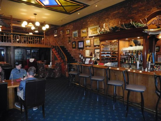 Oakland, Όρεγκον: Walk through to the bar from the dining room