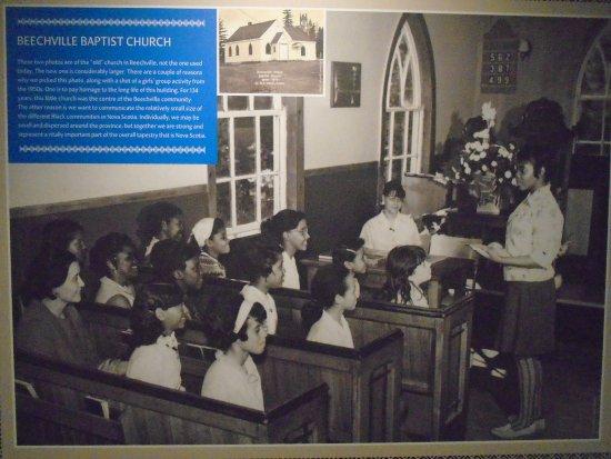 Dartmouth, Kanada: The Faith community: Girls in church (circa 1049)