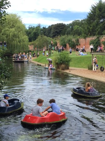 Ripon, UK : Pedal boat fun