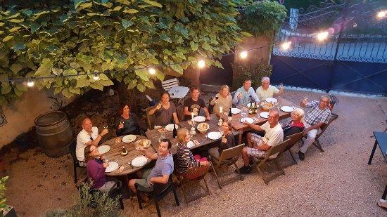 Azé, France : Bourgondische maaltijd in de Clos