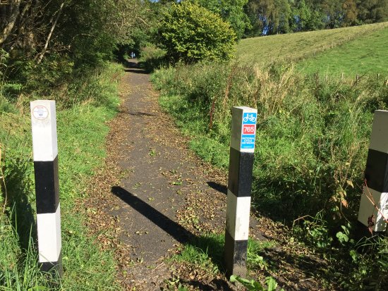 Dunblane, UK: Local hiking and bicycling trail.