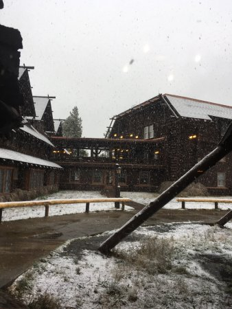 Old Faithful Inn: Snow day Sept 12,2016