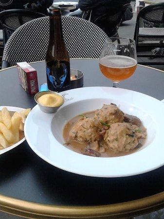 Uccle, Belgia: j'ai mangez de délicieuses boulettes, et la dame à côté vu mon engouement en a commandé égalemen
