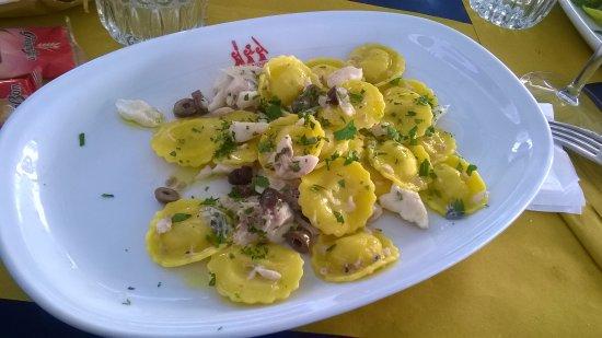 Muggia, Italia: ravioli di pesce in sughetto di Orata