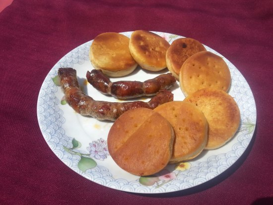 Cidade Velha, Cap Vert : Linguiça de terra com bolacha frita nhami nhami