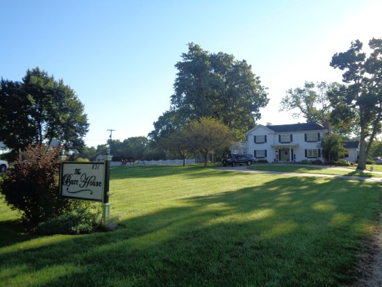 Wauseon, OH: The Bed and Breakfast house and grounds from the road.