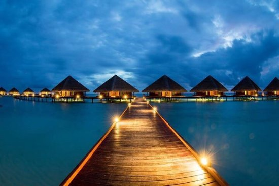 Adaaran Club Rannalhi: The staff was excellent, specially our waiter HARISH. Amazing experience will definitely go back