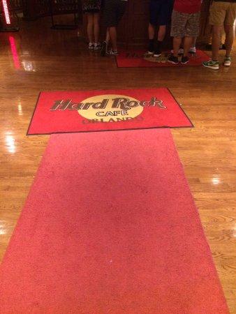 Tapete vermelho na entrada
