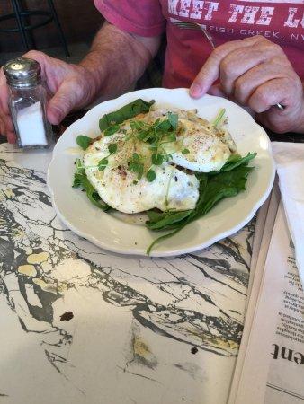 Саранак-Лейк, Нью-Йорк: the Baker Mountain eggs, etc. Excellent.