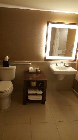 Sheraton Centre Toronto Hotel: 20160919_191012_large.jpg