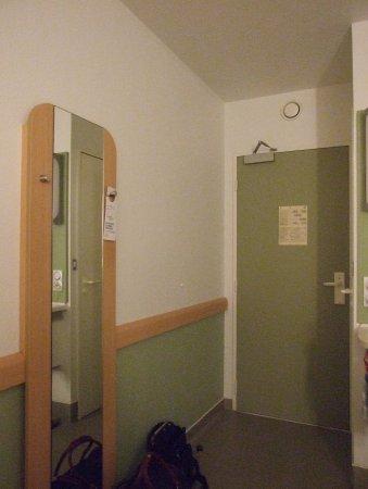 Ibis Budget Orleans sud Parc des Expos : Eingangsbereich des Zimmers