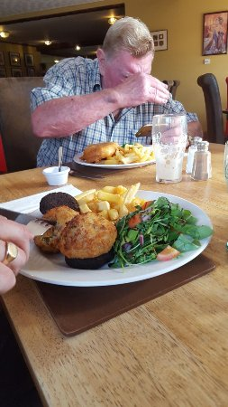 Culloden Moor Inn: Unassuming exterior but the staff couldn't do enough for us. Food fab!
