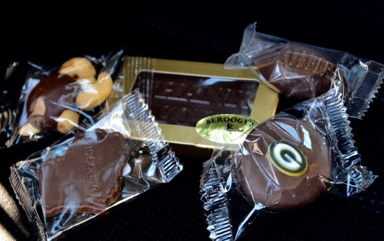 De Pere, WI: Chocolate Pieces
