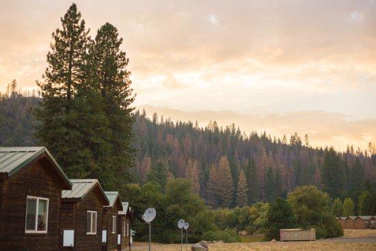 Yosemite Lakes RV Resort: Back of cabins (sleeps 4 cabin)