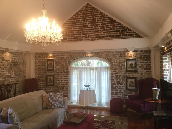 Joseph Aiken Mansion Carriage House: Loved the carriage house! Spacious and beautiful. Extremely comfortable bed.