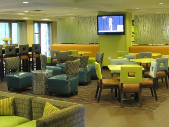 La Quinta Inn & Suites Tampa North I-75: Breakfast sitting area