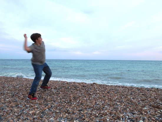Brighton beach - Perfect for tossing stones (24/Sept/16).