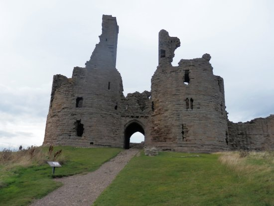 Craster, UK: Dunstanburgh Castle Gate House.
