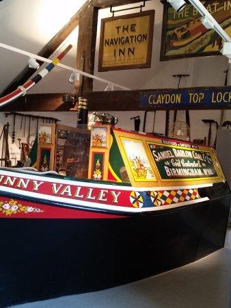 Stoke Bruerne, UK: Peek inside to see the family cabin!