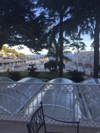 Grand Hotel Quisisana: Зона бассейна и вид из номера