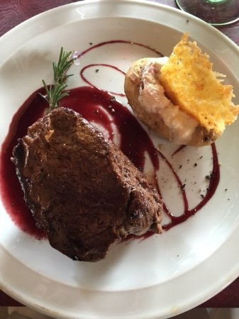 Provincia de Mendoza, Argentina: steak done medium rare