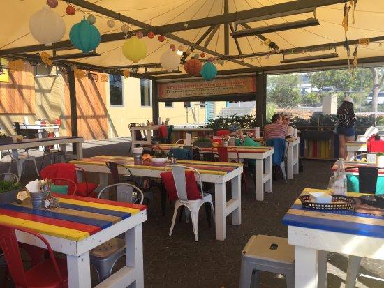 Shellharbour, Austrália: Open air seating undercover