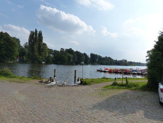 Hotel Wakenitzblick-Garni: Hier fährt das Schiff zur Wakenitz-Rundfahrt ab. Auch Kanufahren ist möglich.