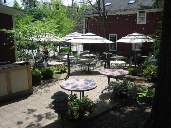 Chagrin Falls, Огайо: Gamekeeper's Cottage Courtyard