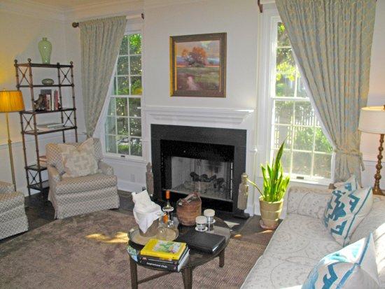 Pittsboro, Karolina Północna: Cottage 34 Living Room w/ Gas Fireplace