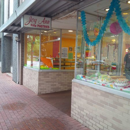 Richmond, IN: Tempting look at the cakes within