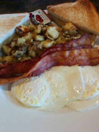 Welland, كندا: Benedict's Breakfast