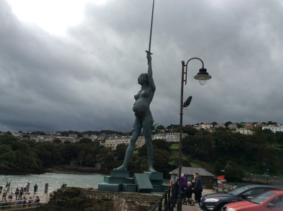 Ilfracombe, UK: Hate it or love it an amazing statue.