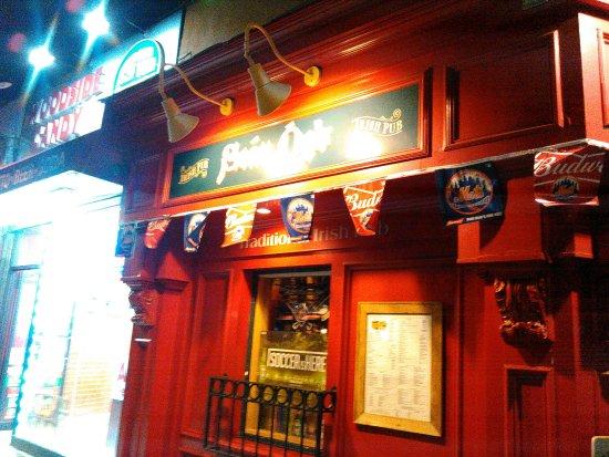 Woodside, estado de Nueva York: the corner bar