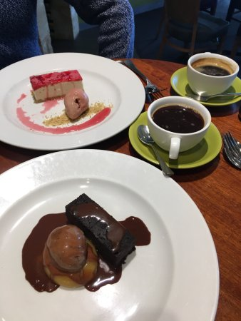 Penola, Australia: coffee and desert!