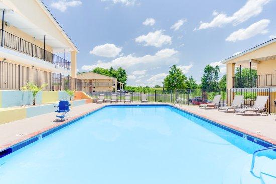 Athens, AL: Pool