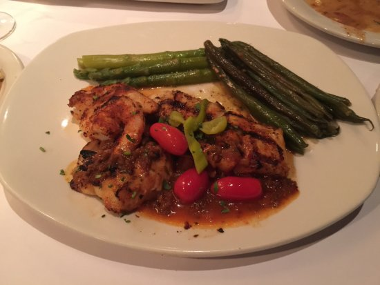 Victor, estado de Nueva York: Wild Snapper with Shrimp Chorizo Sauce-uniquely delicious!