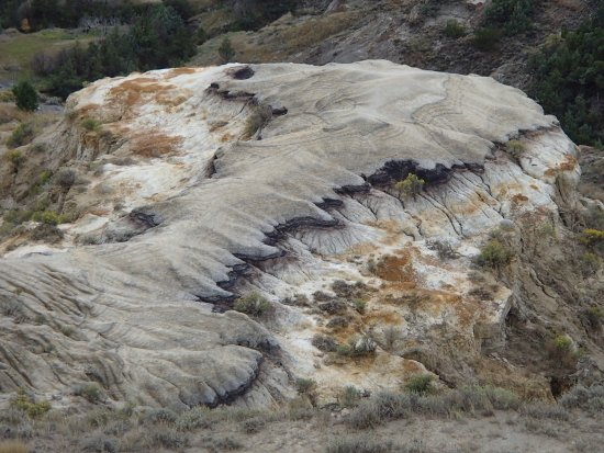 Watford City, ND: Badlands from River Bend Overlook