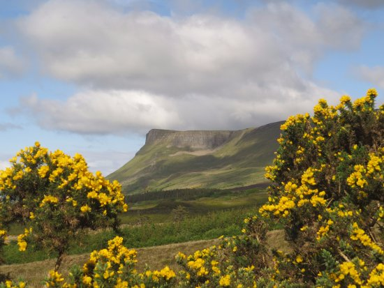 Drumcliff, Ιρλανδία: View of Benbulben Mountain from the B&B