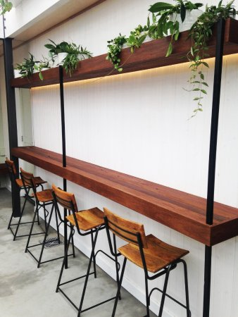 Mulgrave, Australia: Courtyard bar seating