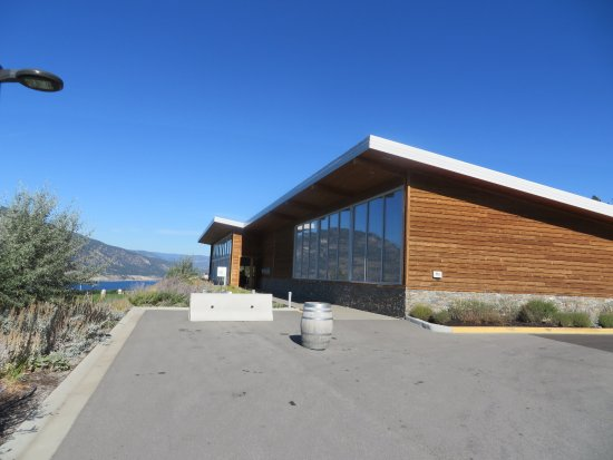 Penticton, Canadá: The tasting room with all it's big windows