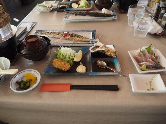 Akkeshi-cho, Japonia: 牡蠣とさんまフル